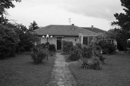 Einfamilienhaus mit GROSSEM Grundstück - SANIERUNGSBEDÜRFTIG
