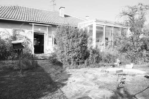SANIERUNGSBEDÜRFTIGES EINFAMILIENHAUS mit viel Potenzial und GROSSEM Grundstück