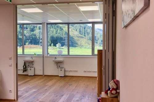 5710 Kaprun: 119m² Praxis, Ordination, Büro, Kanzlei in sehr frequentierter Lage von Kaprun , Parkplätze vorhanden, Lift im Haus, sehr ruhig !!