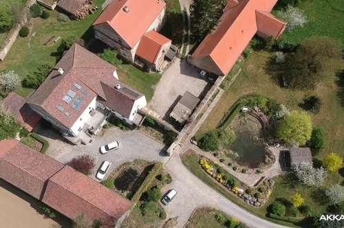 Ehemaiges Kloster auf Eigengrund   Acht Zimmer   4500m Grund   440m² WNF