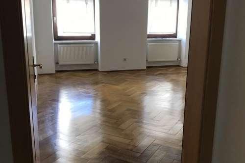 Schöne 2 Zimmer Wohnung mit Balkon zentral!