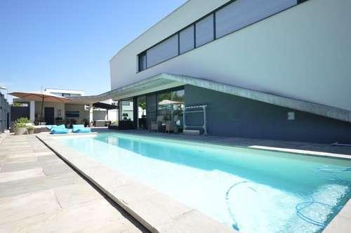 """Architekten-Villa """"Yacht-Style"""" mit Super-Pool u. Deluxe-Ausstattung"""