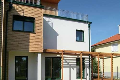 Charmante Doppelhaushälfte mit Dachterrasse und Garten in Strebersdorf