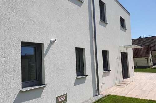 NEUBAU- ERSTBEZUG: Exklusive Doppelhaushälfte