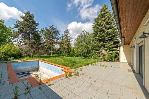 ++NEU++ Sanierungsbedürftiges Einfamilienhaus mit großem Garten und Pool!