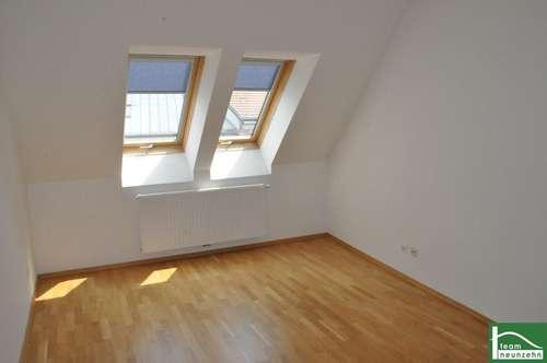 Ab sofort verfügbar! Wunderschöne 3-Zimmer Wohnung + Terrasse! Sanierter Altbau!