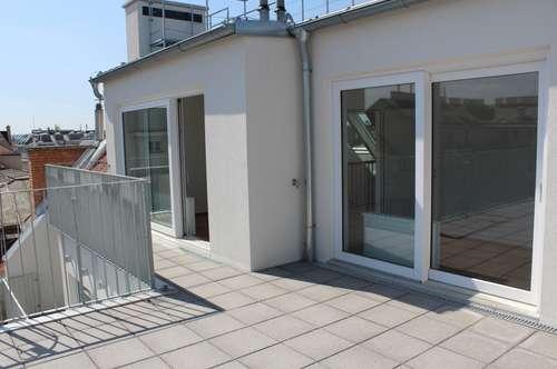Terrasse zum Innenhof! Geräumige und helle DG-Wohnung! Beim Südtiroler Platz! Erstbezug!