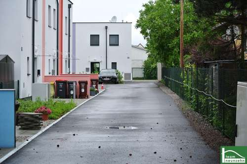 Schlüsselfertig! RUHELAGE- Doppelhaus mit sonnigem Garten und Stellplatz! Nähe Baden und A2!