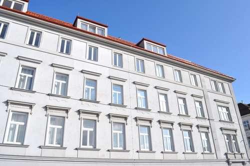 Toller Grundriss! Helle DG-Wohnung! Herausragende Infrastruktur! Sanierter Altbau! Terrasse in den Innenhof!