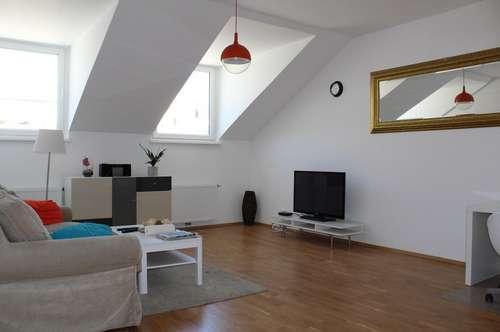 Wunderschöner Dachgeschoßtraum mit Lift! Süd-Terrasse in absoluter Hofruhelage!U6-Alserstraße! Nähe AKH!