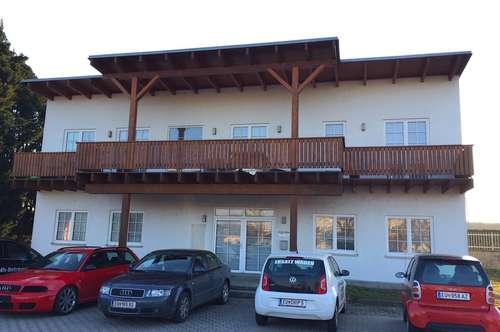 Gepflegter Zustand! Stellplätze! GEWERBEPARK DONNERSKIRCHEN - Bürohaus mit Balkon! Garten!