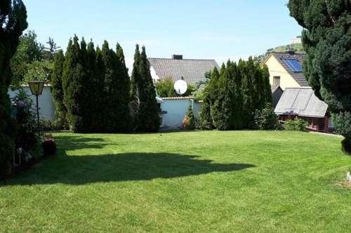 Traumhaft! Hainburger Aussichtslage! Sehr gepflegt! Einfamilienhaus mit wunderschönem Blick auf den Schloßberg, vollunterkellert, mit Garage!