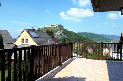 Grandioser und wunderschöner Blicklick auf den Schloßberg und die Burg! Gemütliches Einfamilienhaus, sehr gepflegt, vollunterkellert mit Garage und Gartenraum!