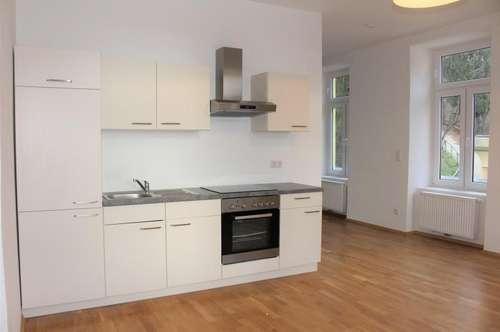 Ruhelage! PKW Abstellplatz! Preiswerte gut angelegte 2 Zimmerwohnung mit Altbaucharme!