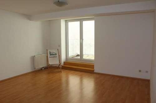 Drei Zimmer + Balkon! U6 - Nußdorfer Straße! WG oder Familien Traum! Möblierte Küche!