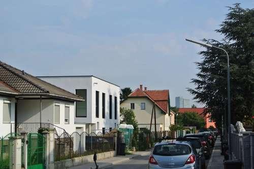 SCHLÜSSELFERTIG PLUS mit Carport! Nähe Badner Bahn PROVISIONFREI! Designertraumhaus - Großer Garten, Küche und Raffstores!