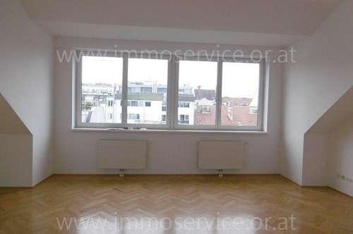 Attraktive Dachgeschosswohnung mit 3 Terrassen - unbefristet!