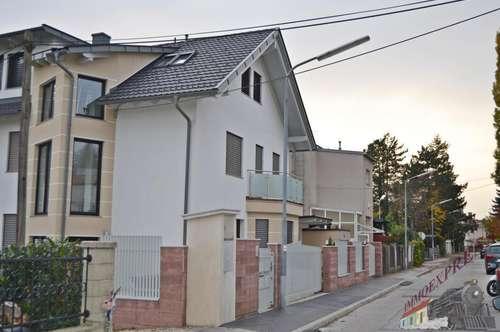 Wohnhaus in Ruhelage mit 3 Wohnungen und Garage