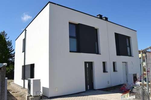 Gut gelegene Doppelhaushälfte in Parndorf am See in der 1. Reihe