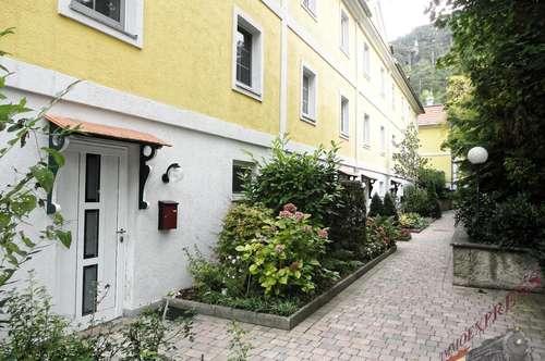 Tolles Mietobjekt: Eckreihenhaus neu renoviert mit Wellnessbereich und 6 Zimmer