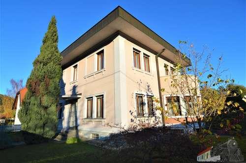 Ein-/Zweifamilienhaus mit viel Platz in zentraler Lage