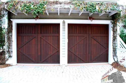 ZU 2 Garagenplätze plus Innenhof optional mit Lager VERMIETEN