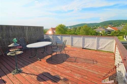 Mehrfamilienhaus mit Sonnenterrasse - 3 Eingänge - mit Mietertrag ! ! !