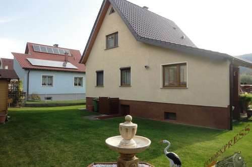 Kleines nettes Häuschen-schöner Garten-ruhige Siedlungslage!