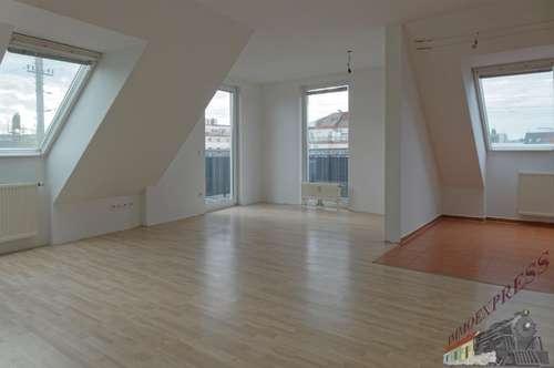 Loftartige DG-Wohnung mit Loggia u. Balkon – Nahe U3 Simmering