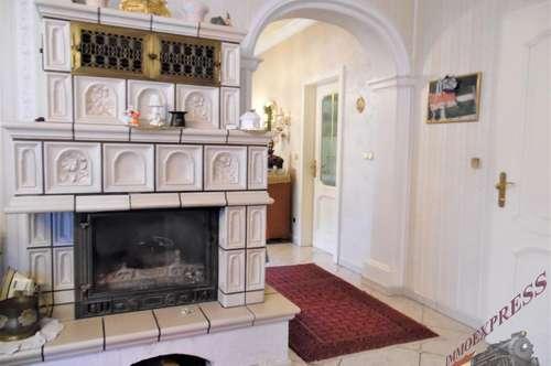 Nähe Wiener Neustadt charmantes Anwesen, Indoorpool, Sauna Garage, schöner Garten