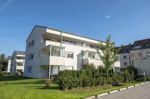 Neuwertige 3-Zi Wohnung mit Loggia