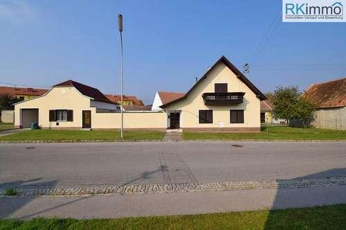 Schnellbahn gepflegtes Landhaus mit Nebengebäuden