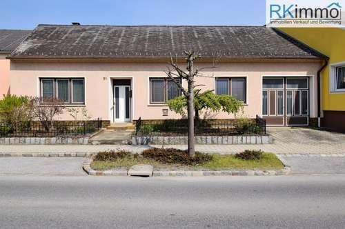 Dobermannsdorf Landhaus mit Toreinfahrt, großen Grundstück und Nebengebäuden