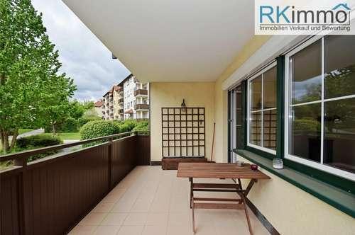 Gepflegte Eigentumswohnung in Grünruhelage mit Tiefgarage und Balkon !