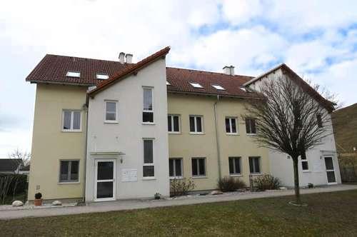 Neuwertige 4-Zimmerwohnung inkl. Garten und Balkon