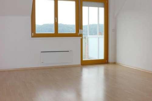 Neuhaus am Klausenbach: Südausgerichtete Dachgeschoßwohnung mit Loggia
