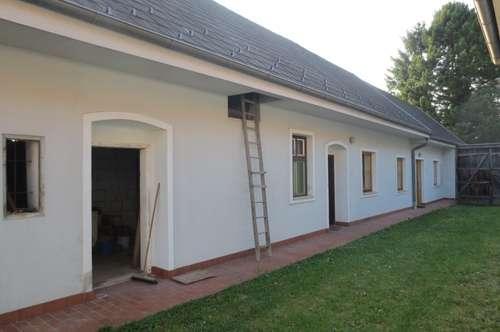 Gepflegtes Landhaus mit vielen Nebengebäuden