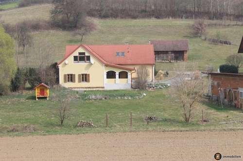 Saniertes Bauernhaus in ruhiger Sonnenlage