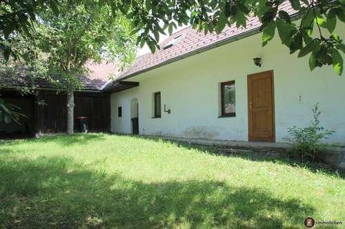 Sanierungsbedürftiges Haus in idyllischer Lage!