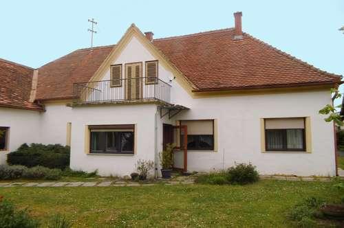 Bauernhaus mit vielen Nebenräumen und Stadl