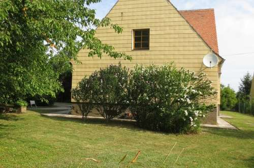 Mehrfamilienhaus in sonniger Ortsrandlage!