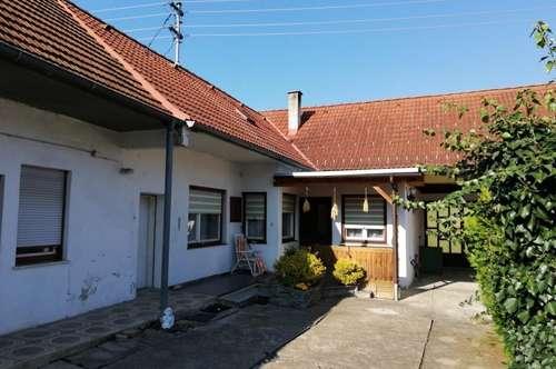 Bauernhaus mit vielen Nebengebäuden