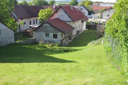 Nähe Neutal: Ehemaliges Bauernhaus - teilrenoviert