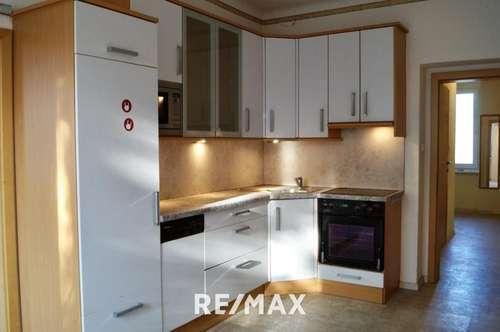 Sanierungsbedürftige, helle 2-Zimmer Wohnung