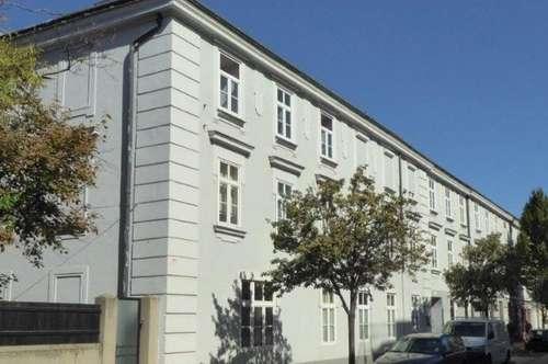 Sehr schöne hochwertig ausgestattete Altbau-Eigentumswohnung in Zentrumsnähe in 2700 Wiener Neustadt