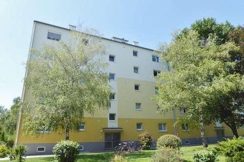 Schöne gepflegte Eigentumswohnung mit Loggia und Garagen-Stellplatz in ruhiger, sonniger Lage in 2700 Wiener Neustadt