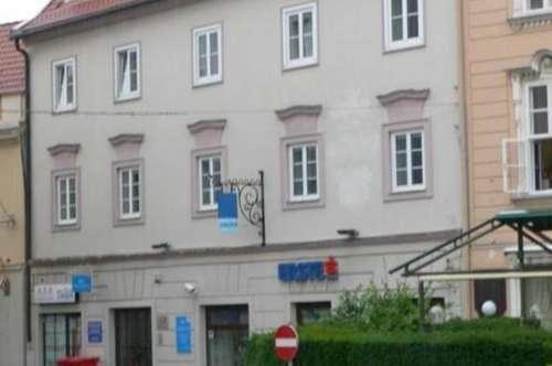 Büroräume (ehem. Notar) mit zwei Eingänge direkt am Hauptplatz in 2700 Wiener Neustadt zu mieten
