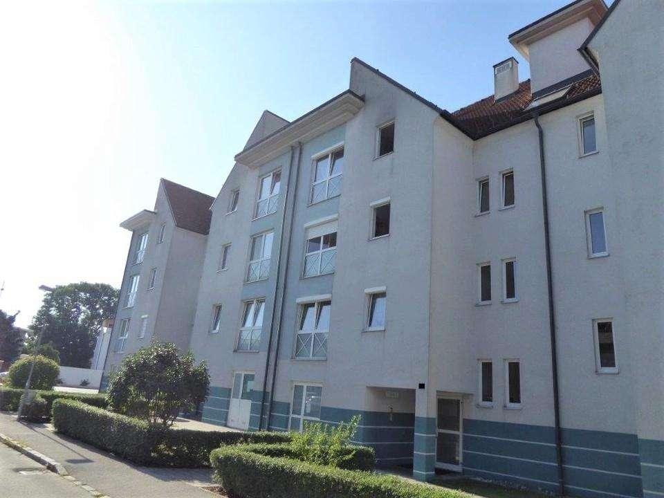 Hochwertig ausgestattete Dachgeschoss-Mietwohnung mit Loggia und PKW-Abstellplatz in 2700 Wiener Neustadt