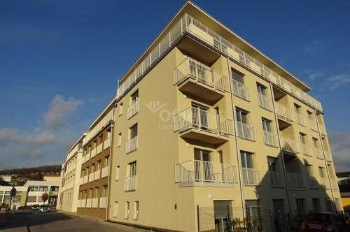 Erstbezug nach Generalsanierung: geförderte Stadtwohnung mit 3 Zimmern und Loggia