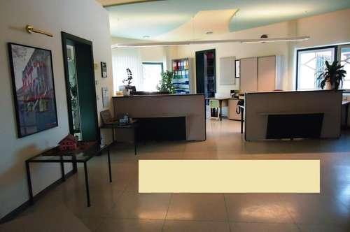 Großzügiges Gewerbeobjekt mit Bürohaus zu vermieten!